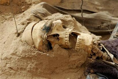 Mass grave with 900 corpses found in Iraq